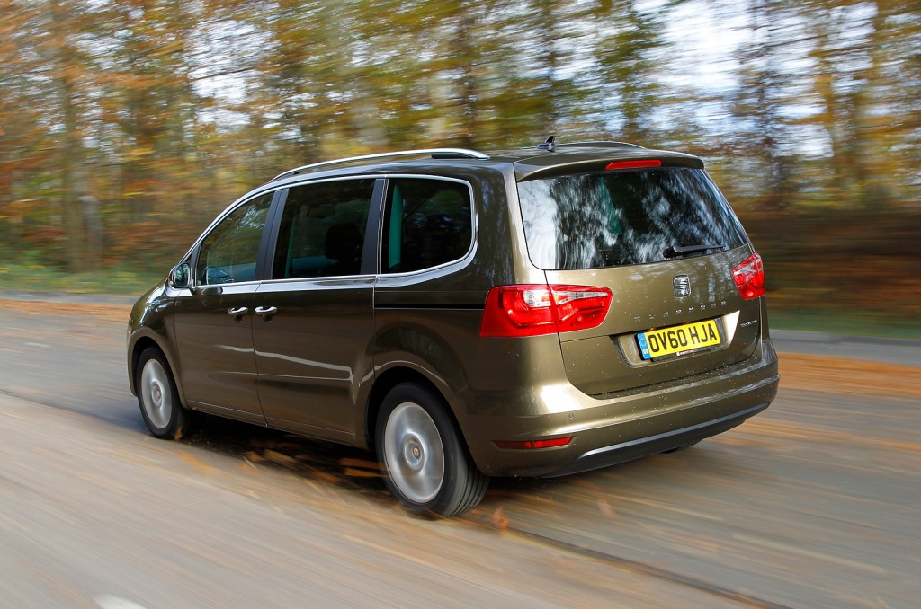 Seat Alhambra on the road