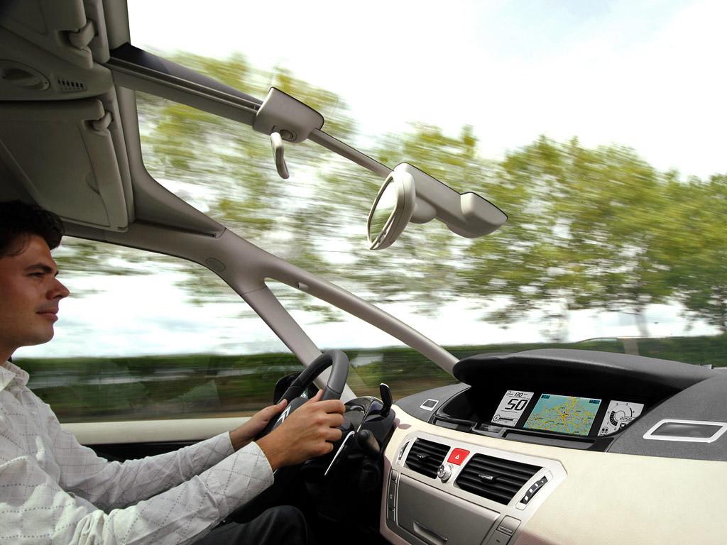 Citroen C4 Grand Picasso driving