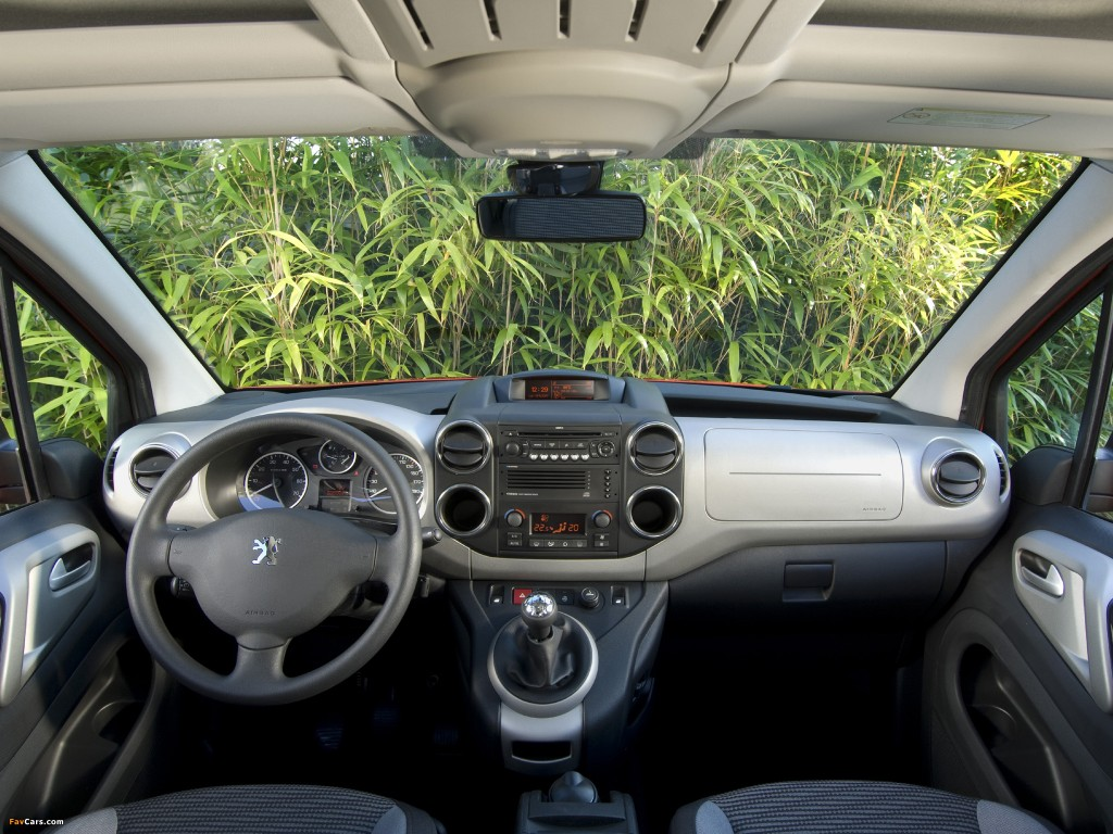 Peugeot Partner Tepee drivers wheel